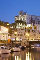 Spanien, Menorca, Blick von Pla de Sant Joan am Rathaus von Ciutadella