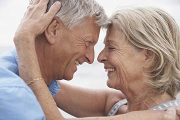 Spanien, Senioren Paar, die einander anschauen