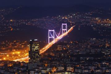 Türkei, Istanbul, Ansicht der Fatih-Sultan- Mehmet-Brücke im Finanzviertel