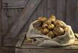 Deutschland, Kartoffeln im Sack auf Holz