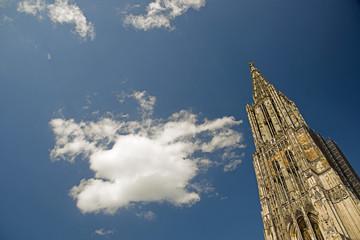 Deutschland, Ulm, Ulmer Münster Kirche und Himmel