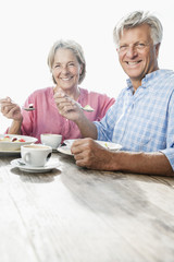 Spanien, Senior Paar beim Mittagessen