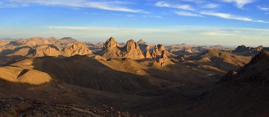 Algerien, Ansicht des Hoggar -Gebirge mit vulkanischen Felsen