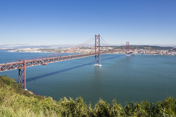 Portugal, Lissabon, Ansicht der Ponte 25 de Abril am Tejo