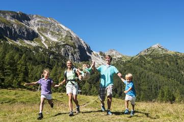 Österreich, Salzburg, Familie, wandern Berge bei Altenmarkt Zauchensee