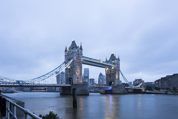 UK, London, Blick auf die Tower Bridge