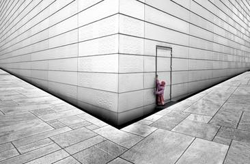 Norwegen, Oslo, Mädchen versuchen, Tür der Oper öffnen