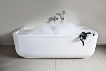 Badewanne mit Schnorchel im Badezimmer