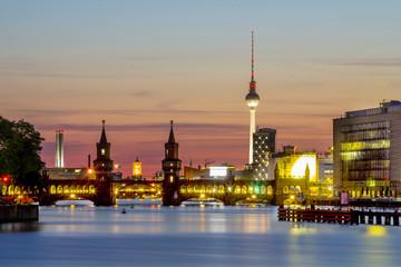 Deutschland, Berlin, Oberbaumbrücke, Blick auf Spree