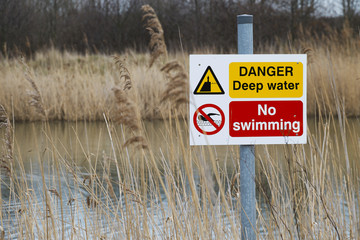 danger deep water sign