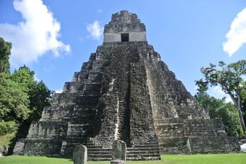 Pyramide de Tikal et grandeur Maya