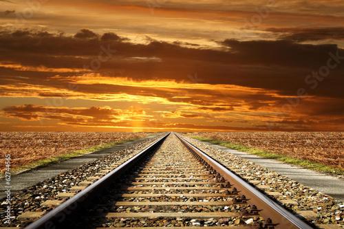ferrovia al tramonto