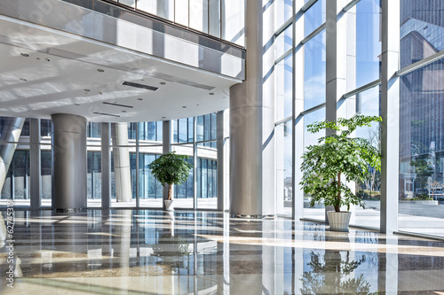 Leinwanddruck Bild empty hall in the modern office building.