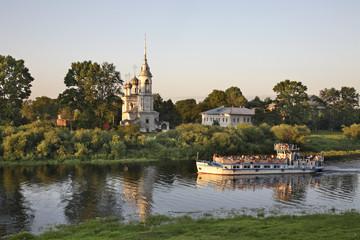 Река Вологда и Сретенская церковь. Вологда. Россия