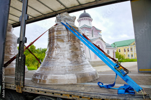 Church bell transport by the truck