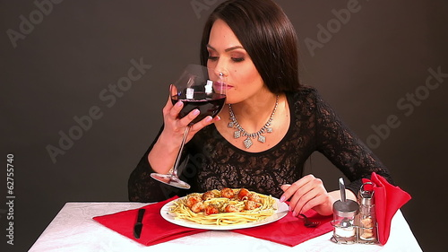 Happy woman eating spaghetti. Time laps.