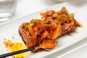 Beef ribs with apricots and onion