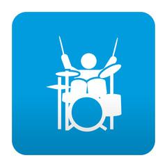 Etiqueta tipo app azul simbolo musico tocando la bateria