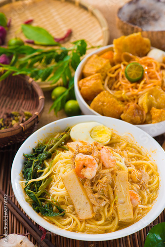 Asian noodles with prawns