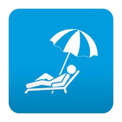Etiqueta tipo app azul simbolo tumbona de playa