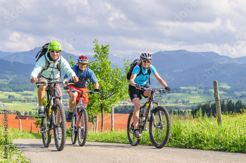 gutgelaunte Mountainbiker