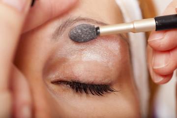 Makroaufnahme Auge beim Makeup