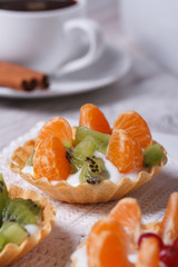 dessert fruit tartlets with mandarin, kiwi and coffee