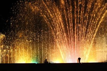 fontane danzanti illuminate con giochi d'acqua