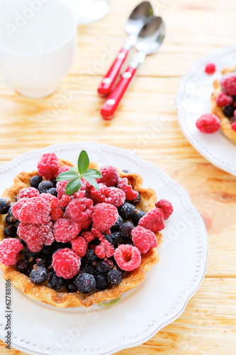 tartlets with raspberries and currants
