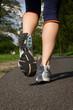 Frau beim Laufen in freier Natur