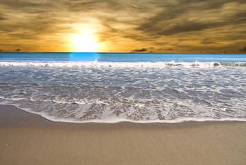 las olas y el sol