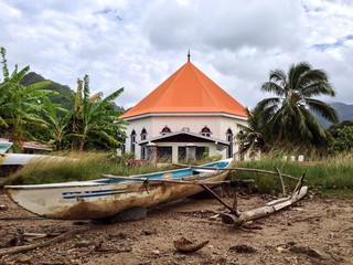 moorea temple with kayak on foreground