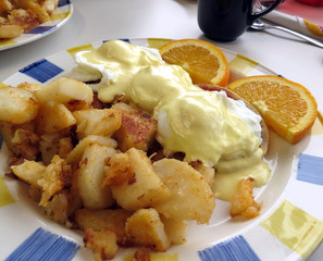 Eggs Benedict with Homefries