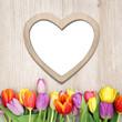 Herzliches auf Holz mit Tulpen