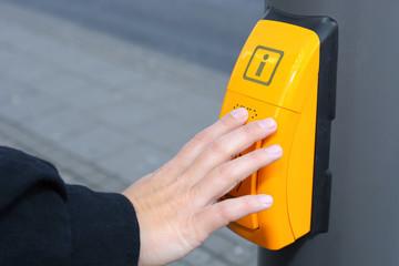 Info-Taster mit Braille-Schrift