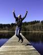 Mann beim Springen