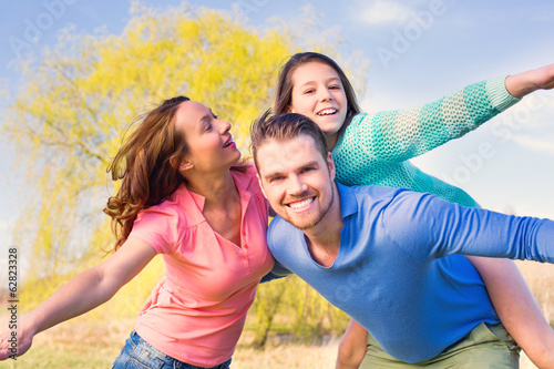 Dynamische Familie mit Kind