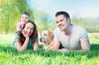 familie mit Hund in der Natur 1