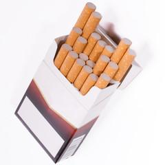 schräg stehende Zigarettenschachtel