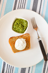 toast with pesto and with egg