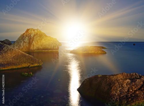 Sunset over the sea © Artur Synenko