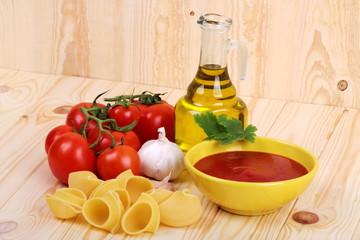 Pasta pomodori e olio di oliva