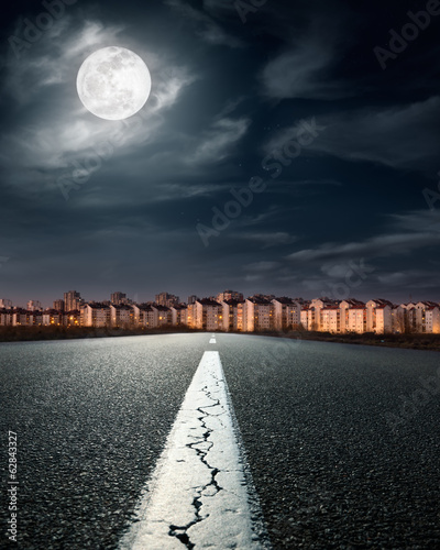 Open road. Entry into the city on the night of full moon