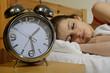 Leinwanddruck Bild - Jugendliche schläft, Wecker tickt