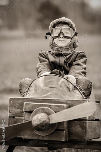 Young pilot - 62849102