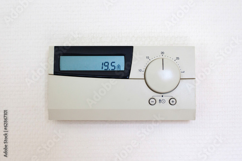 Digital Thermostat set to 19,5 degrees Celcius