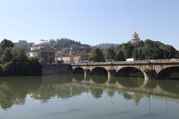 Мост Витторио Эмануэле Ι  через реку По.  Турин