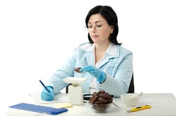Phytosanitary engineer weighing dates