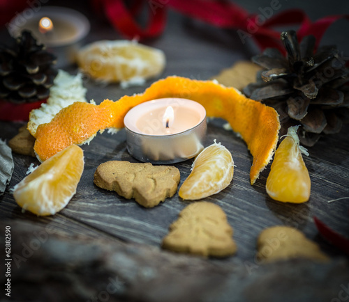 Tangerine peel, a candle and some gingerbread cookies
