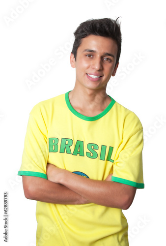 Brazilian guy with crossed arms in a yellow jersey